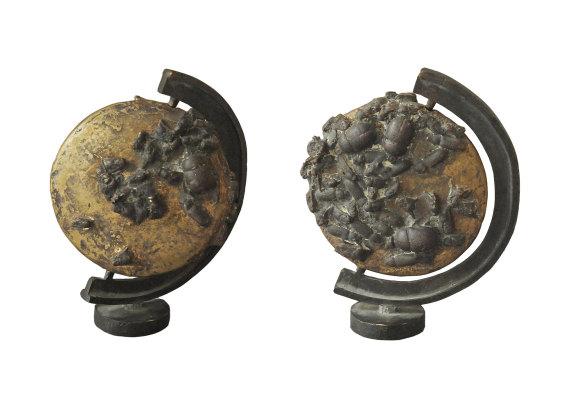 """""""Die Welt ist nicht genug"""", Bronze, 10 x 7,5 cm, 2010"""
