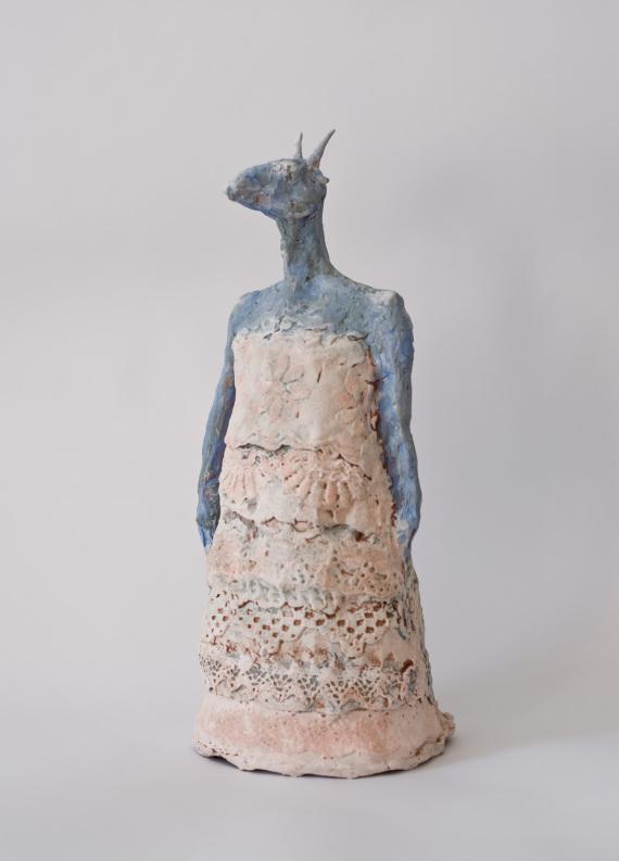 """Tier im Kleid"", Keramik, 37 x 15 x 14 cm, 2017"